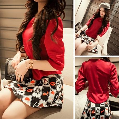 ชุดเสื้อและกระโปรง ต้อนรับหน้าร้อนด้วยสีแดงจี๊ดๆ แขน 3 ส่วน เข้ากับกระโปรงลายน่ารักๆ