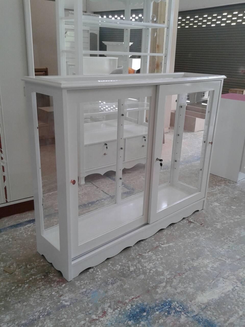 ตู้โชว้์กระจกเตี้ยวินเทจสีขาวสำหรับร้านค้า