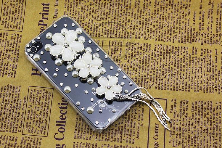 เคสไอโฟน 4/4s กรอบโปร่งใสประดับเพชร ดอกไม้และพู่ห้อยสีขาวอมชมพู