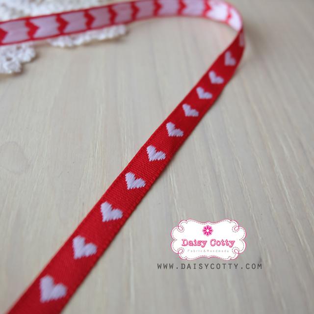 ริบบิ้นผ้าแถบ สีแดง ลายหัวใจสีขาว กว้าง 1 ซ.ม. แบ่งขายเป็นหลา