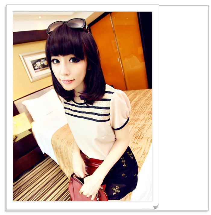 เสื้อแฟชั่นเกาหลี เด่นด้วยเอกลักษณ์ของตัวเสื้อที่ใส่ได้ทั้ง 2 หน้า ไม่ว่าด้านไหนก็สวยไม่แพ้กัน