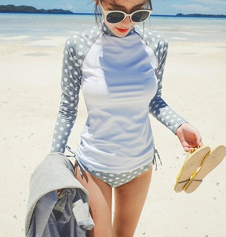 ชุดว่ายน้ำ 2 ชิ้น แบบเสื้อแขนยาว ลายDOT สวยๆ ช่วยปกป้องผิวสาวๆ จาก UV