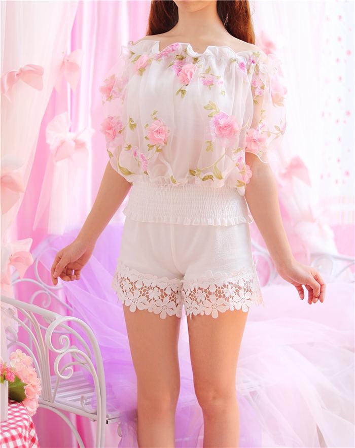เสื้อแฟชั่นสตรี ตัดเย็บด้วยชีฟองลายดอกไม้ เป็นเกาะอกแสนหวาน