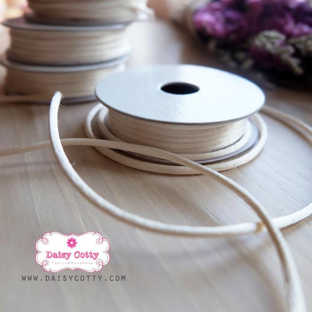 เชือกหางหนู สีขาวครีม 1 ม้วน (ยาว 2 หลา)
