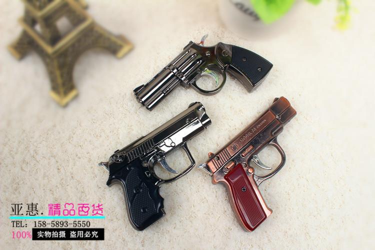 ไฟแช็ครูปทรงปืน มีให้เลือกหลายขนาด มีไฟฉายในตัว