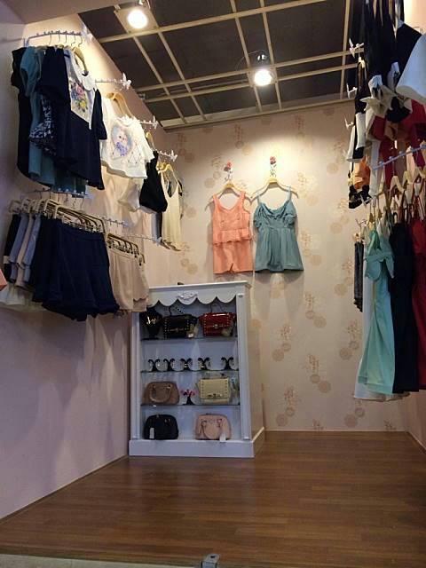 """ร้าน """" Diva Closet """" คุณตาล โลตัส ศรีนครินทร์ค่ะ =^^="""