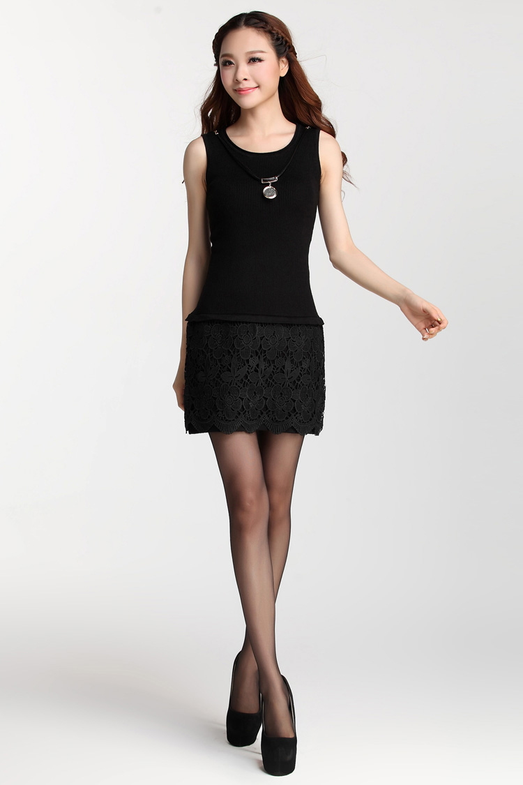เดรสสั้นเกาหลีแขนุกด สวมใส่สบายด้วยตัวผ้ายืดหยุ่นได้สูง ตกแต่งกระโปรงด้วยลูกไม้ลายสวย มาพร้อมสร้อยคอในชุด