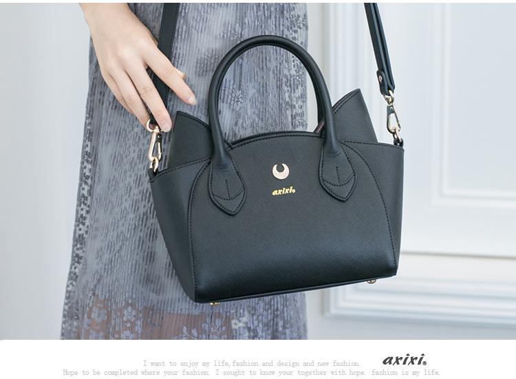 กระเป๋าหนังทรงน่ารักๆ เหมือนหูแมว ขนาดกำลังดี ใส่ของได้จุใจ