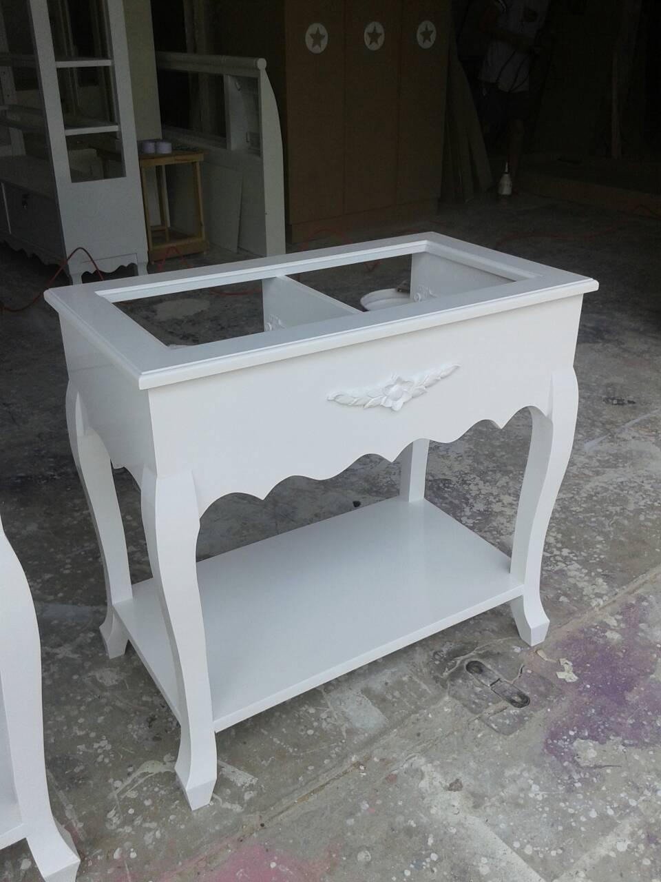 โต๊ะลิ้นชักเตี้ยวินเทจสีขาว