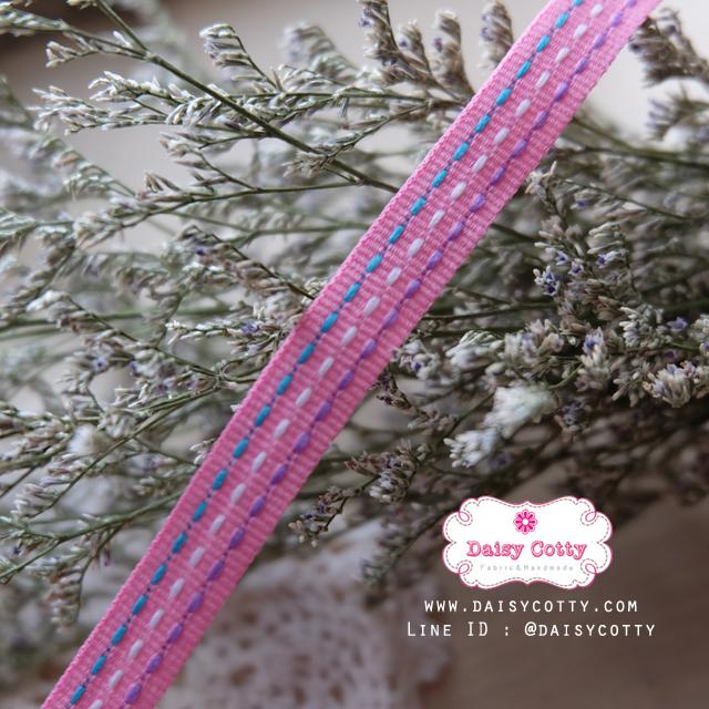 ริบบิ้นผ้าแถบ สีชมพูแต่งลายเส้น กว้าง 1 ซ.ม. แบ่งขายเป็นหลา