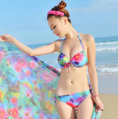 เซ็ทชุดว่ายน้ำbikini พร้อมผ้าคลุมลายเข้าชุด สีสดใส เด่นสะดุดตามากคร่า