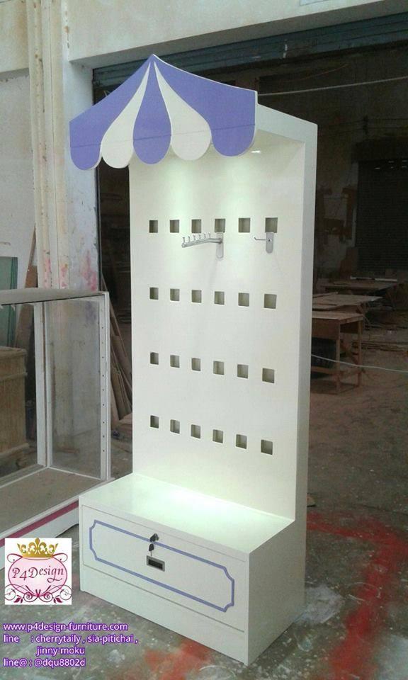 ตู้โชว์ไม้ระเเนงหลัง สี่เหลี่ยม ร่ม สีขาวสำหรับร้านค้า