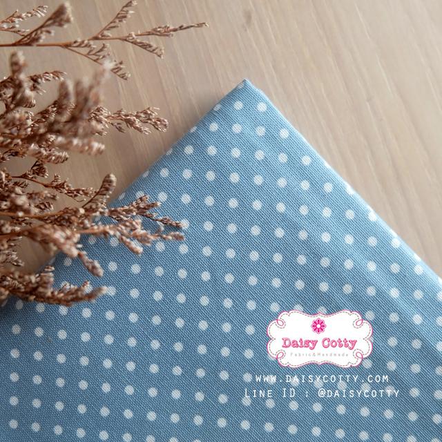 ผ้าคอตตอนลินิน 1/4เมตร (50x55cm.) พื้นสีฟ้า จุดสีขาว