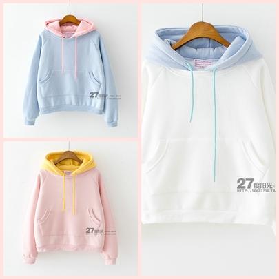 เสื้อกันหนาวสีสันสวยๆ เล่นสีทูโทน ใช้ฮูดคนละสีกับตัวเสื้อ เพิ่มความเก๋และลงตัวได้ดีจริงๆ