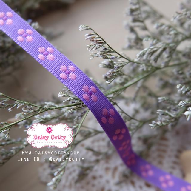ริบบิ้นผ้า พื้นสีม่วง ลายดอกไม้สีชมพู กว้าง 1ซม.