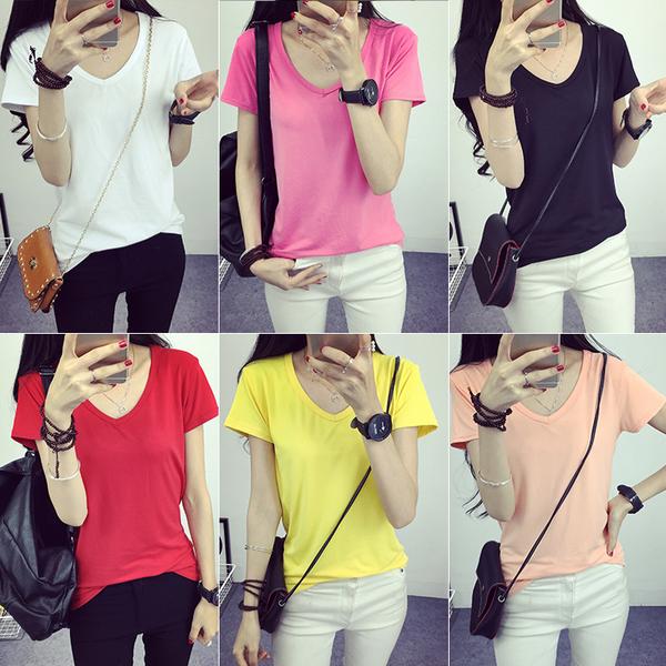 เสื้อยืดคอวีสีสันสวยๆ ใส่ได้ทุกยุค ทุกสมัยแฟชั่น มีให้เลือกสีกันอย่างจุใจ