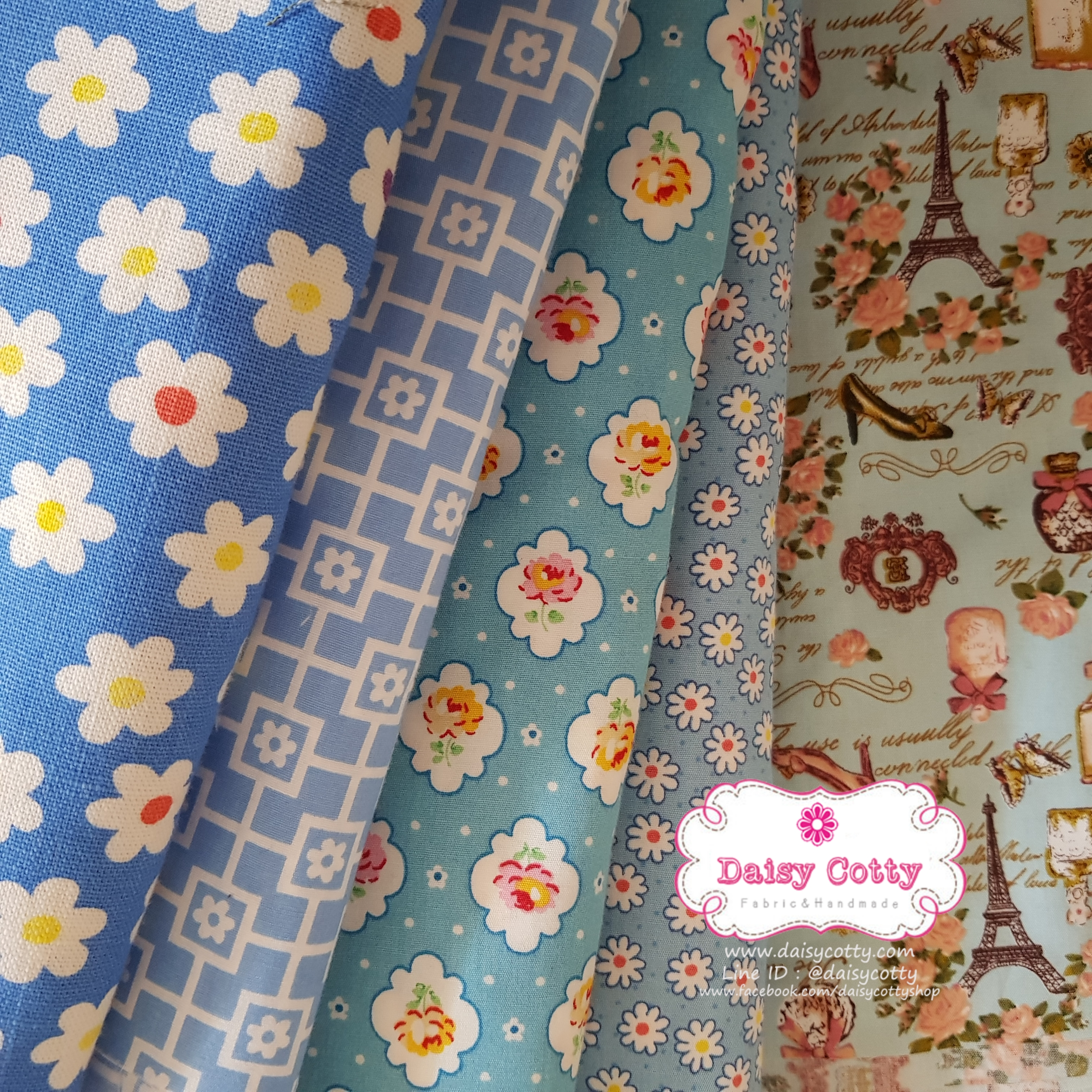 เซ็ท 5 ชิ้น : ผ้าคอตตอน100%และผ้าแคนวาสลายดอกไม้ โทนสีฟ้า ชิ้นละ1/8 ม.(50x27.5ซม.)