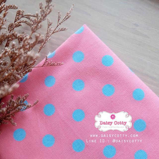 ผ้าคอตตอนลินิน 1/4ม.(50x55ซม.) พื้นสีชมพูอ่อน ลายจุดใหญ่สีฟ้า พาสเทล