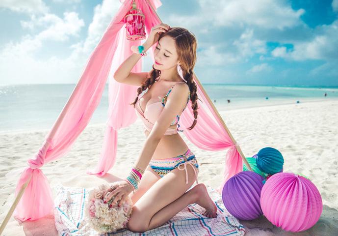 ชุดว่ายน้ำแฟชั่นสีสดใส ดีไซน์สวย มีสายไขว้ให้ปรับแบบได้หลากสไตล์