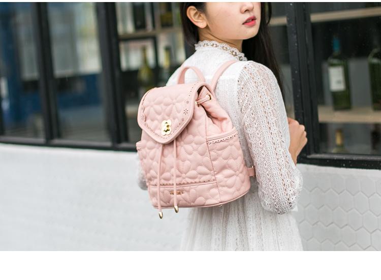 กระเป๋าสะพายสีสวยๆ หนังนิ่ม ดีไซน์หวานๆ น่าใช้มากๆ คุ้มราคาแน่นอน