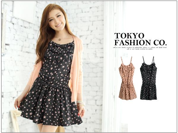 เดรสสั้นเกาหลีจาก Tokyo Fashion เด่นด้วยลายดาวและแอบ sexy ด้วยสายเดี่ยว เหมาะสำหรับสาวมั่นที่อยากอวดผิวขาว
