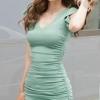 เดรสสั้นเกาหลี ตัดเย็บเข้ารูป ตกแต่งด้วยผ้าจับย่นที่ด้านหลังเสื้อ โชว์แผ่นหลังด้วยการร้อยไขว้ที่ตัวเสื้อ สีเขียว