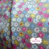 ผ้าคอตตอนไทย 100% 1/4 ม.(50x55ซม.) ลายดอกไม้ พื้นสีเทา