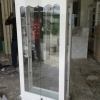 ตู้โชว์กระจกวินเทจสีขาวสำหรับร้านค้า