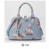 กระเป๋าสะพายข้างทรงสวย ลายดอกไม้เก๋ๆ สีฟ้าสบายตา น่าใช้จริงๆ