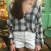 เสื้อเชิ้ตลายสก๊อต จะใส่เดี่ยวหรือว่าเป็นเสื้อคลุม ก็น่าใส่ออกไปชิล