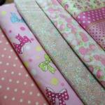 Set 5 ชิ้น : ผ้าคอตตอนไทย 4 ลายและผ้าแคนวาสลายจุด โทนสีชมพู ชิ้นละ1/8 ม.(50x27.5ซม.)