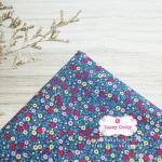 ผ้าคอตตอนไทย 100% 1/4 ม.(50x55ซม.) พื้นสีฟ้าเข้ม ลายดอกไม้เล็ก
