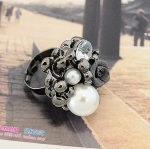 แหวนแฟชั่นประดับมุกเพชรดอกไม้สีดำ ขนาดฟรีไซส์