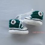 รองเท้าผ้าใบสีเขียว ขนาด 1-3 เดือน
