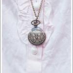 สร้อยคอโกธิคโลลิต้า จี้ล็อกเก็ตนาฬิกาสีทองรมดำขนาดเล็กฝาลายผีเสื้อ