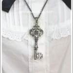 สร้อยคอโกธิคโลลิต้า จี้ลูกกุญแจมงกุฎ สีนิเกิลรมดำ Gothic Lolita Necklace
