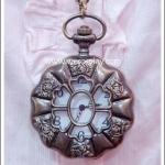 สร้อยคอโกธิคโลลิต้า จี้ล็อกเก็ตนาฬิกาฝาลายดอกไม้ ขนาดใหญ่ สีทองโบราณ