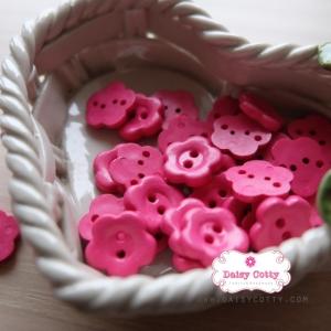 กระดุมลายดอกไม้สีชมพูเข้ม ขนาด 1.5 ซม. จำนวน 12 เม็ด(1โหล)