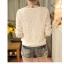 เสื้อแฟชั่นเกาหลี ทรงคอวีตัดด้วยลูกไม้สวยๆ ปกเสื้อสีดำ ช่วยขับให้ดูมีมิติเพิ่มขึ้น thumbnail 15