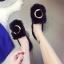 รองเท้าแฟชั่นสตรี ทรงเตี้ยใส่สบายเท้า แต่งขนหนาๆ ฟูนุ่ม ตัดกับวงแหวนสีทอง ดูสะดุดตาเมื่อได้เห็นจริงๆ thumbnail 2