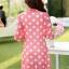 เสื้อคลุมผ้าชีฟองเนื้อนิ่ม เบาสบาย สกรีนลายจุดขนาดกำลังดี เอาไว้ปกป้องผิวสาวขาวๆ จาก UV thumbnail 7