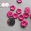 กระดุมลายดอกไม้สีชมพูเข้ม ขนาด 1.5 ซม. จำนวน 12 เม็ด(1โหล) thumbnail 2