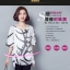 เสื้อแฟชั่น ผ้าชีฟองสีพื้นขาว-ดำ กับลวดลายกราฟฟิค ขับให้ตัวเสื้อดูมีสีสัน thumbnail 4