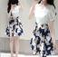 เดรสสั้นเกาหลี แฟชั่นสบายๆ ตัวเสื้อแขนสามส่วนสีขาวบริสุทธิ์ เข้ากับกระโปรงสีน้ำเงินลายดอก น่ารัก ดูดีจริงๆ thumbnail 1