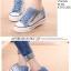 รองเท้าผ้าใบแฟชั่น ตัดเย็บสไตล์ผ้ายีนส์ เสริมพื้นนิดๆ เข้ากระแสที่กำลังมา thumbnail 4