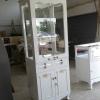 ตู้โชว์กระจกใสรอบวินเทจสีขาว