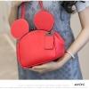 กระเป๋าหนังแฟชั่น สีแดงจัดจ้าน รูปทรงบ่งบอกถึงเอกลักษณ์