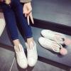 รองเท้าผ้าใบแฟชั่น ทรงสวย พร้อมลิ้นรองเท้ารูปหูสัตว์ ดูน่ารักตามกระแสไม่เบา