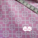 ผ้าคอตตอนไทย 100% 1/4 ม.(50x55ซม.) พื้นสีชมพู แต่งลายดอกไม้สีขาว