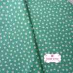 ผ้าคอตตอนไทย 100% 1/4 เมตร พื้นสีเขียว ลายดอกขาว